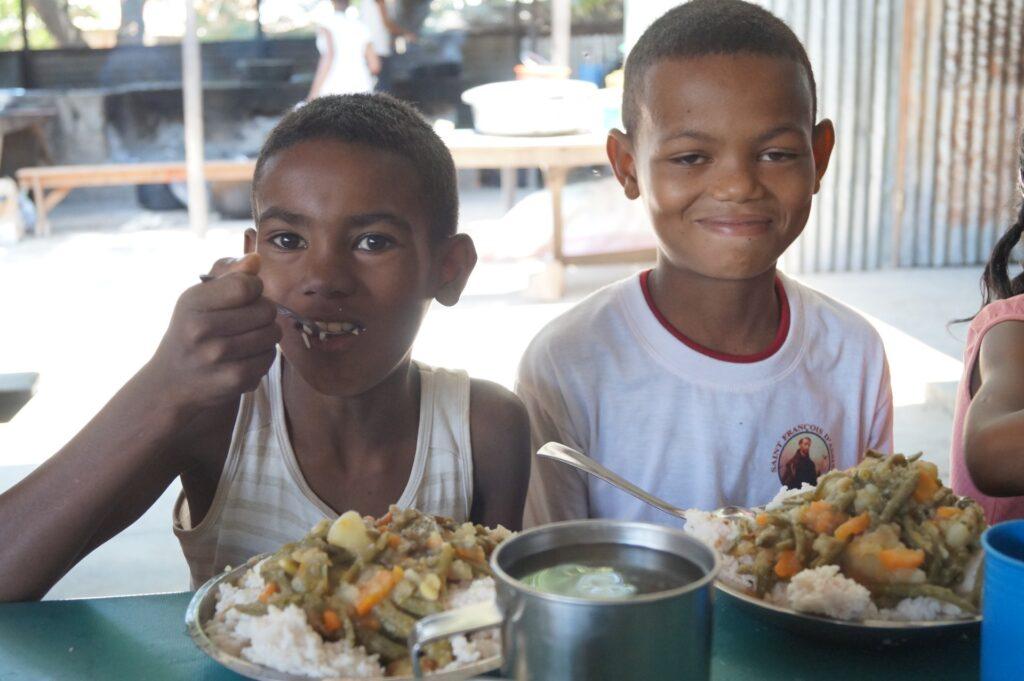 Dożywianie sierot w Mampikony (Madagaskar)