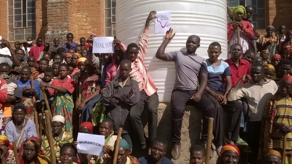 Instalacja dwóch cystern dla ludności w gatarze(Burundi)
