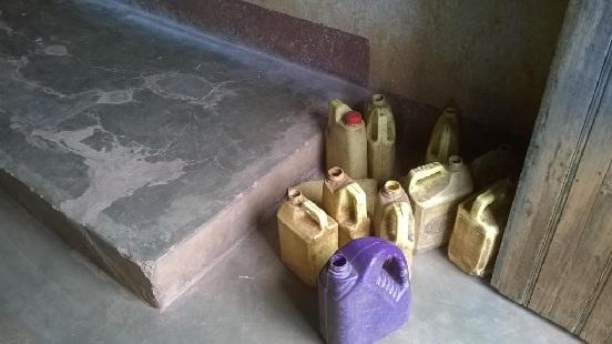 Instalacja dwóch cystern dla ludności w Gatarze (Burundi)