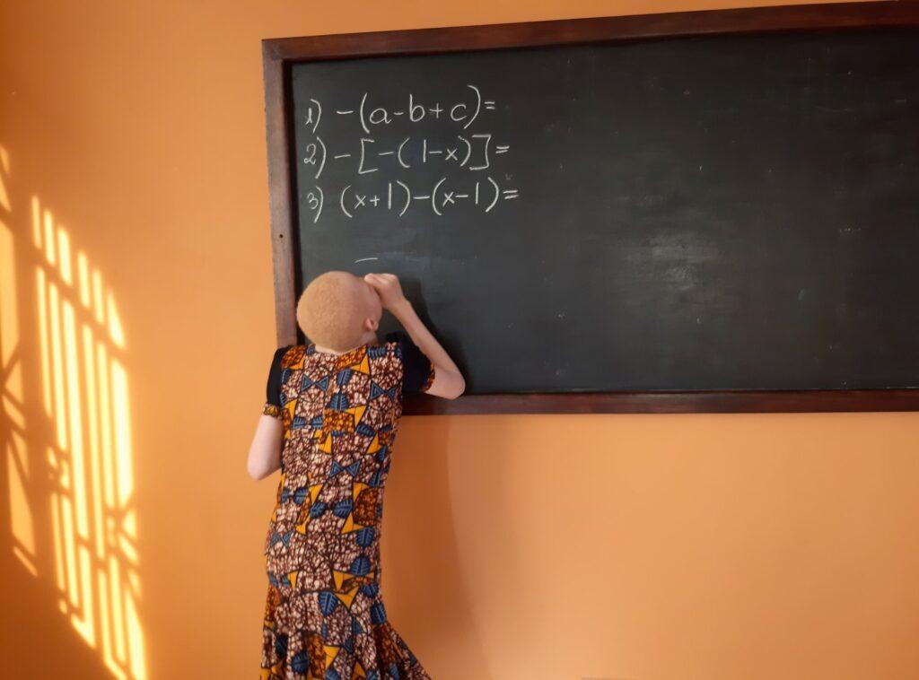 Wyposażenie domu dla albinosów w Mwanza (Tanzania)