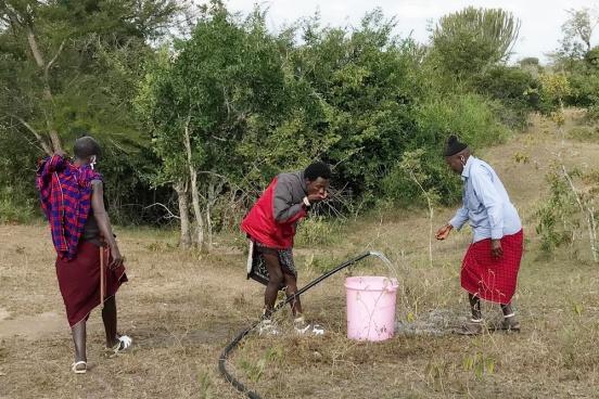 Instalacja filtrów do studni w Kolang'a (Tanzania)