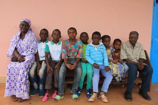 Zakup sztucznej szczęki dla Helene z Nguelemendouki (Kamerun)