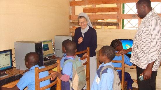 Komputery dla podstawówki w Ndiembou-Bafoussam (Kamerun)