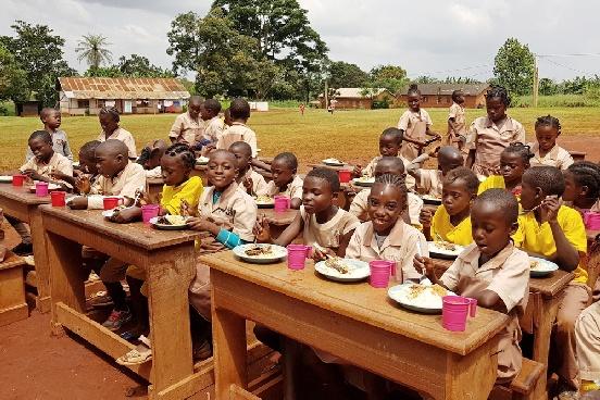 Budowa pawilonu wielofunkcyjnego w szkole w Abong-Mbang (Kamerun)