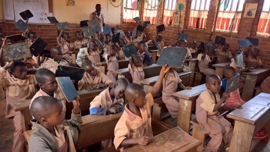 Podręczniki dla szkoły podstawowej w Essiengbot (Kamerun)