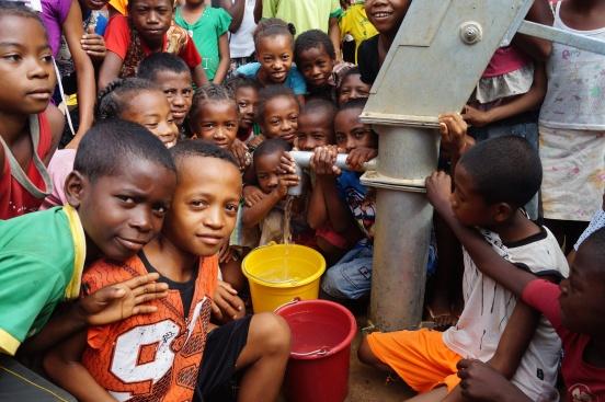 Pompy do studni głębinowej w domu dziecka w Mampikony (Madagaskar)
