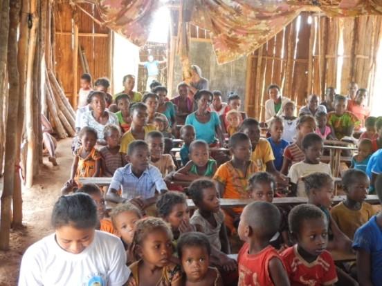 Remont łodzi i nowe sale lekcyjne dla Berevo (Madagaskar)