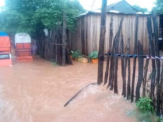Ryż i pomoc medyczna dla powodzian w regionie Mampikony (Madagaskar)