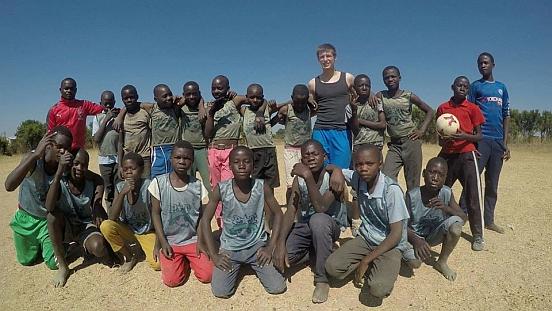Sprzęt sportowy dla młodych sportowców w Mkushi (Zambia)