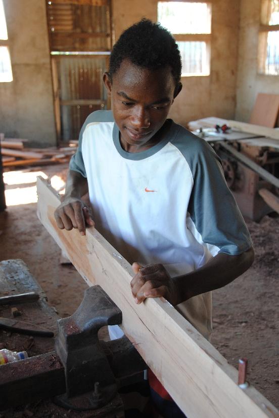 Budowa szkoły stolarskiej w Mampikony (Madagaskar)