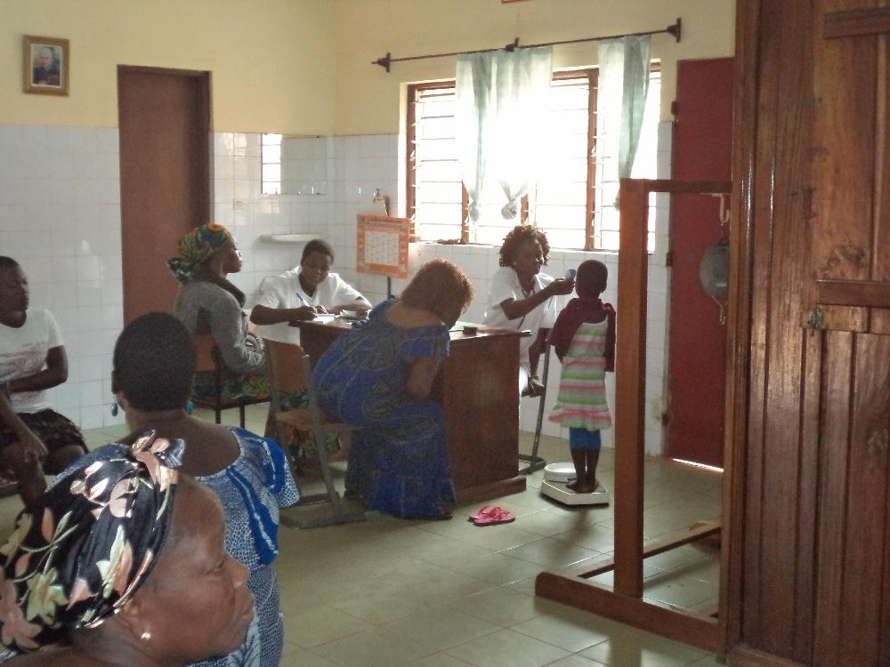 Przenośne USG ratuje życie i zdrowie kobiet w Lome (Togo)