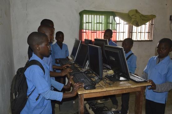 Wyposażenie warsztatów technicznych w Garoua Boulai (Kamerun)
