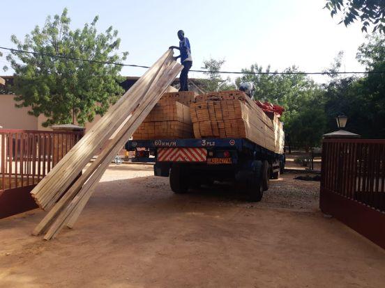 Dachy dla przedszkola i dwóch szkół w Kamerunie