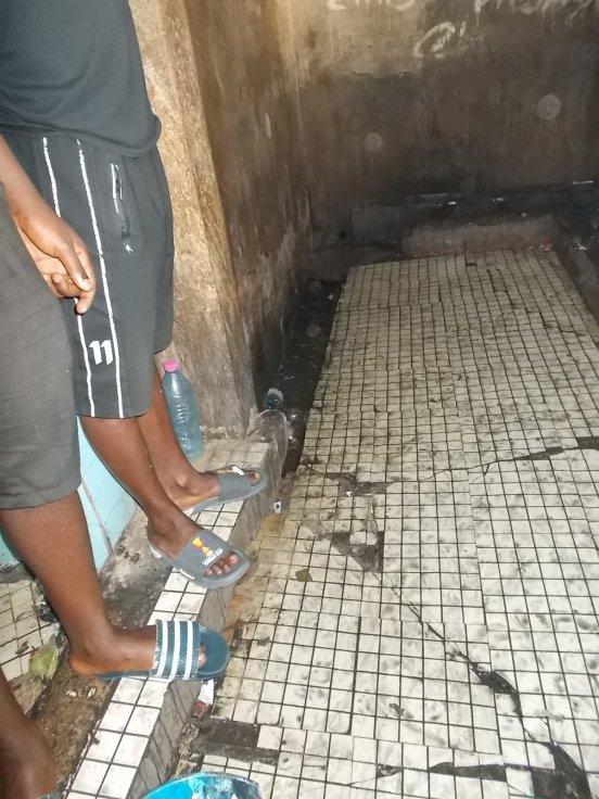 Remont łaźni w Bafoussam (Kamerun)
