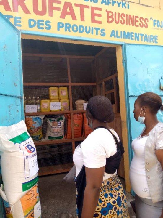 Otwarcie sklepu w dzielnicy Kimbanseke w Kinszasie