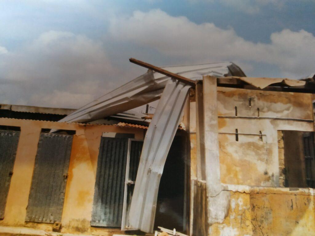 Dach dla domu kobiet w Pandienou-Lehar (Senegal)