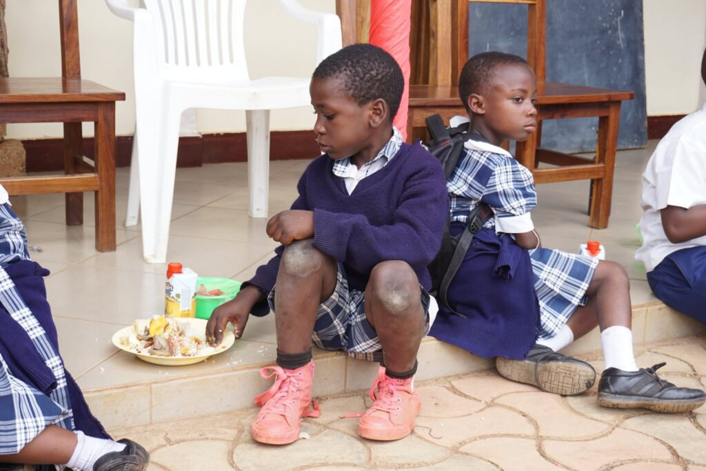 Podręczniki dla szkoły w Kiabakari (Tanzania)