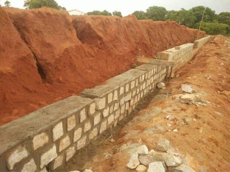 Prace murarskie i nasyp dla szpitala w Mampikony (Madagaskar)