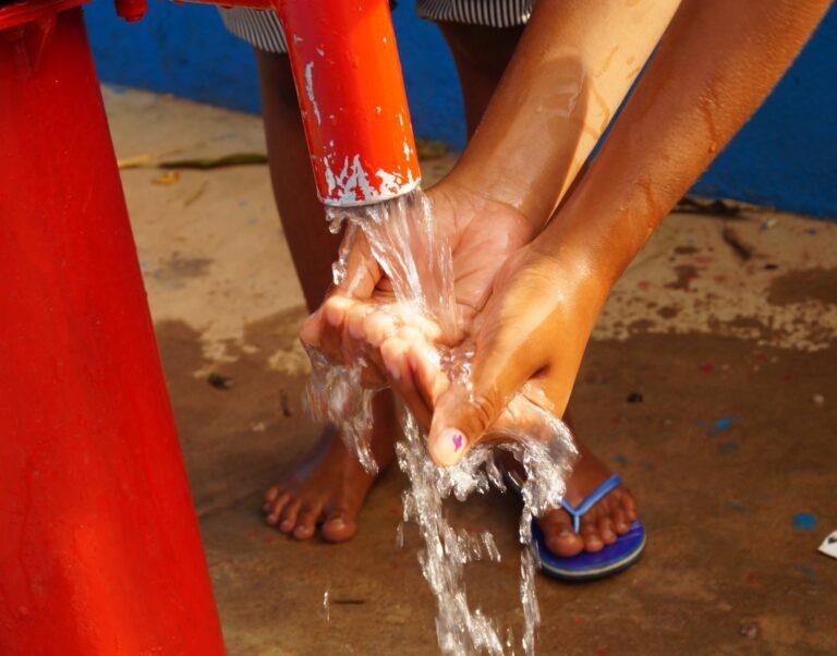 Studnie dla uczniów, studentów i wsi bez dostępu do wody pitnej (Madagaskar)